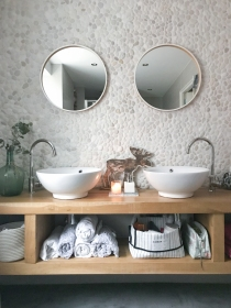 ingebruins-kerststyling-badkamer